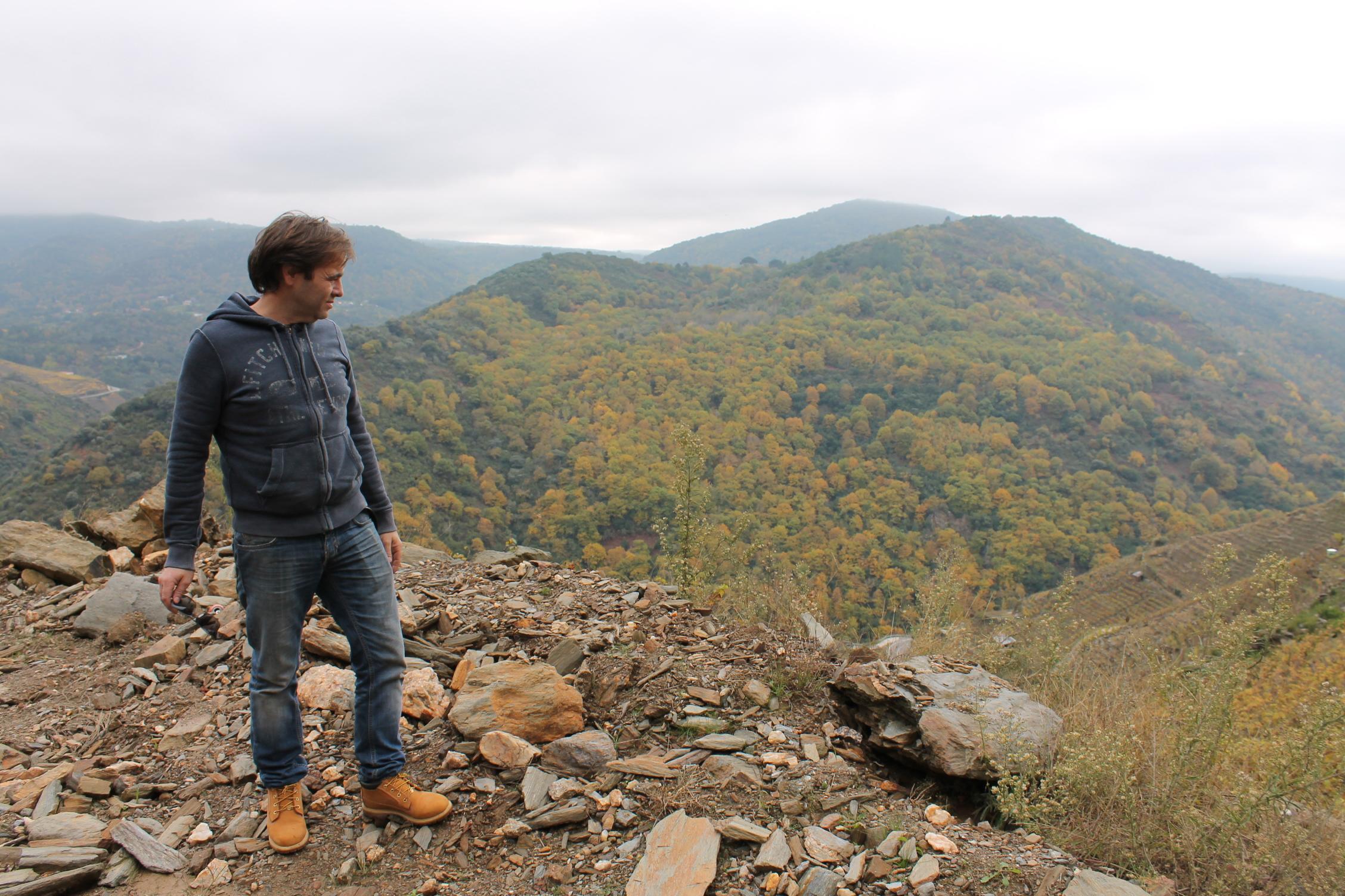 ギマロの作り手 ペドロさんが厳しい目で見降ろす斜面リベイラ・サクラ