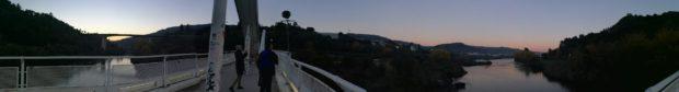 街側からオウタリスへミニョ川を渡る橋