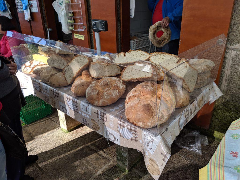 サンティアゴ・デ・コンポステーラ 市場 パン