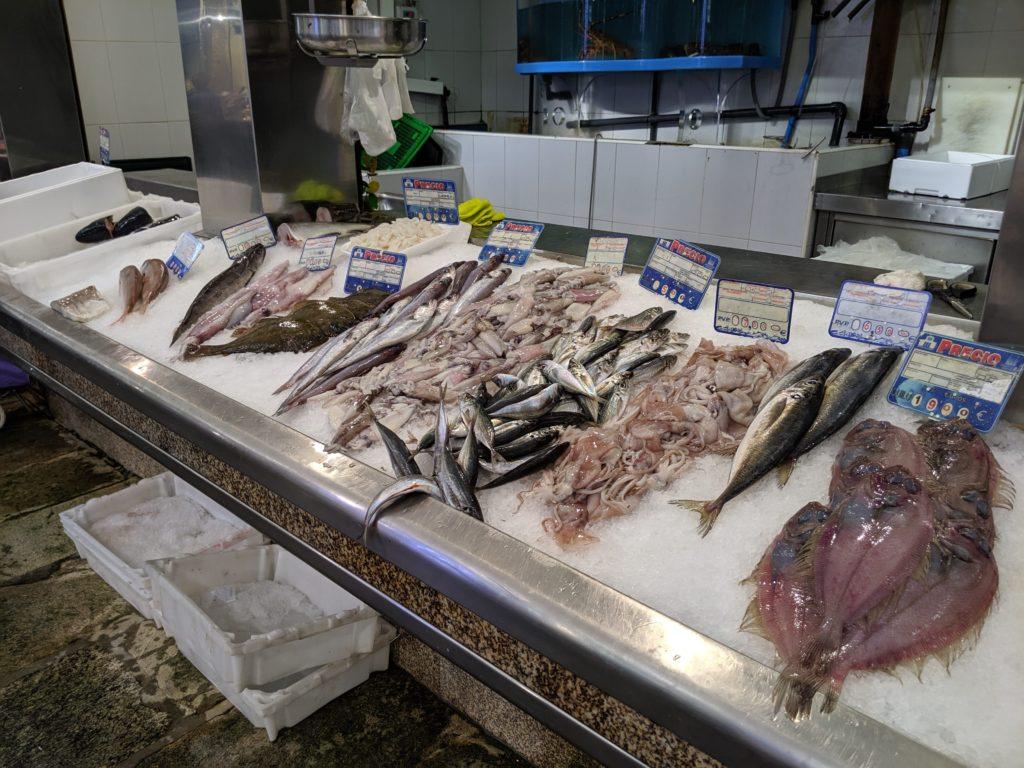 サンティアゴ・デ・コンポステーラ 市場 魚
